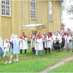 Švč.Sakramento procecija, kurios giesmę pusę kelio giedojo lietuviai, kitą pusę - lenkai